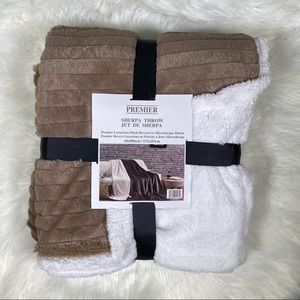 ⭐️SALE⭐️Striped Taupe Micromink Sherpa